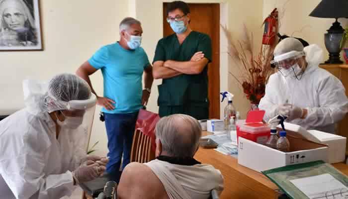 Los geriátricos de la Ciudad todavía aguardan por la llegada de vacunas